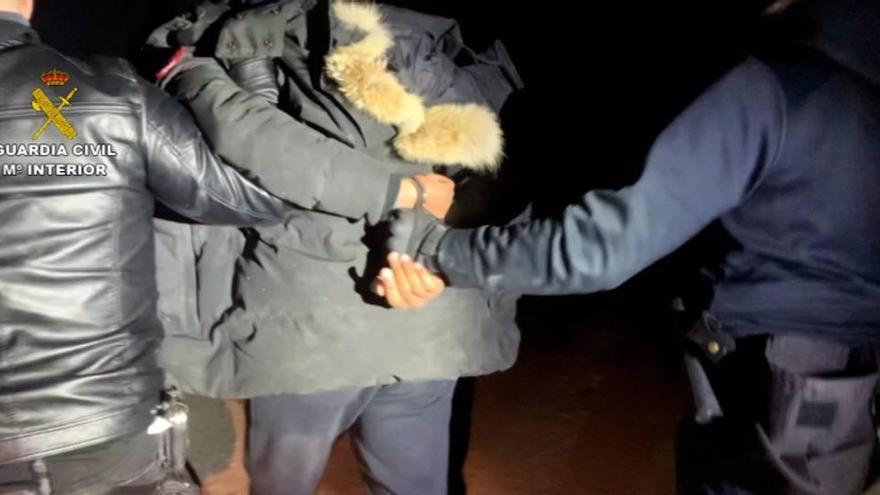 La Guardia Civil detiene a cinco presuntos colaboradores del Melillero