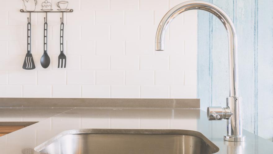 Trucos para limpiar el desagüe del fregadero y no tener atascos