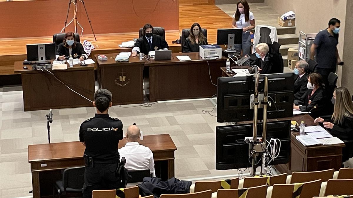 Imagen de José Luis Gallego, exlegionario acusado de matar a su pareja en Borriol, durante el juicio contra él.