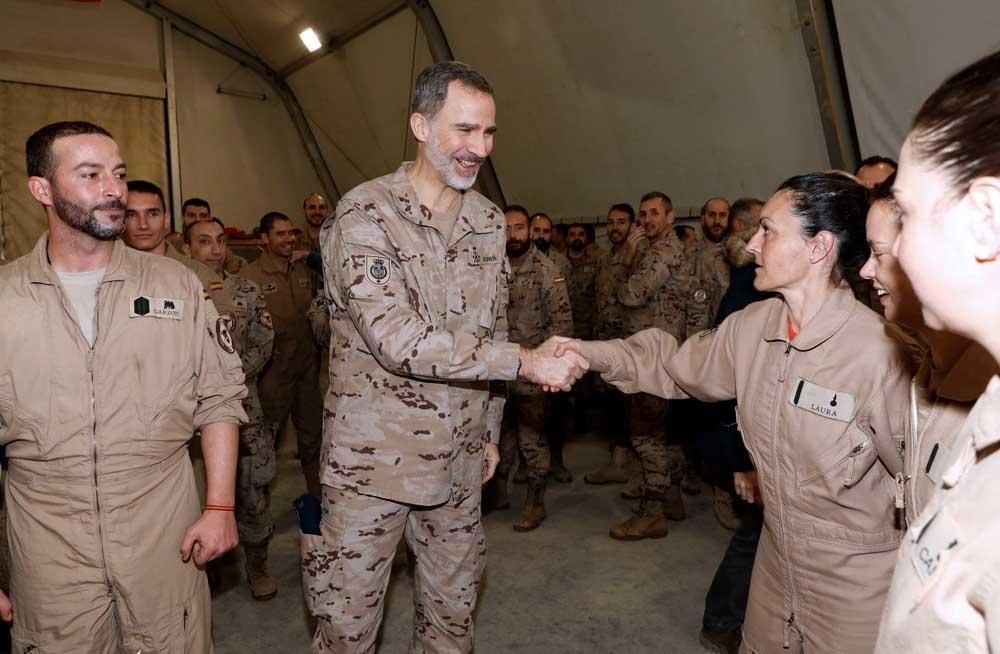 El Rey con las tropas cordobesas en Irak