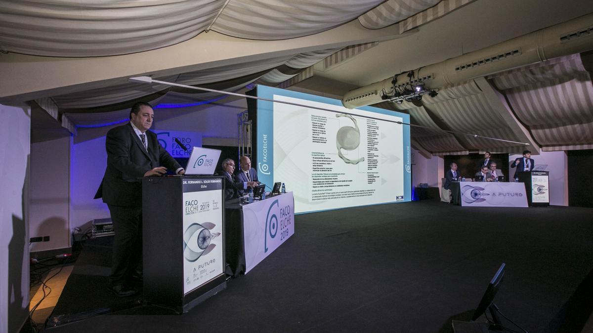 El doctor Fernando Soler, en una imagen de archivo durante un congreso de FacoElche