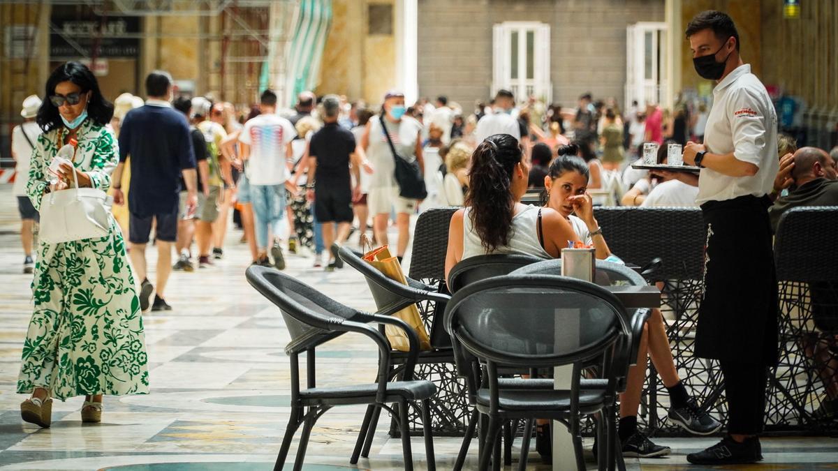 Italia introduce el certificado sanitario para entrar en los locales de ocio.