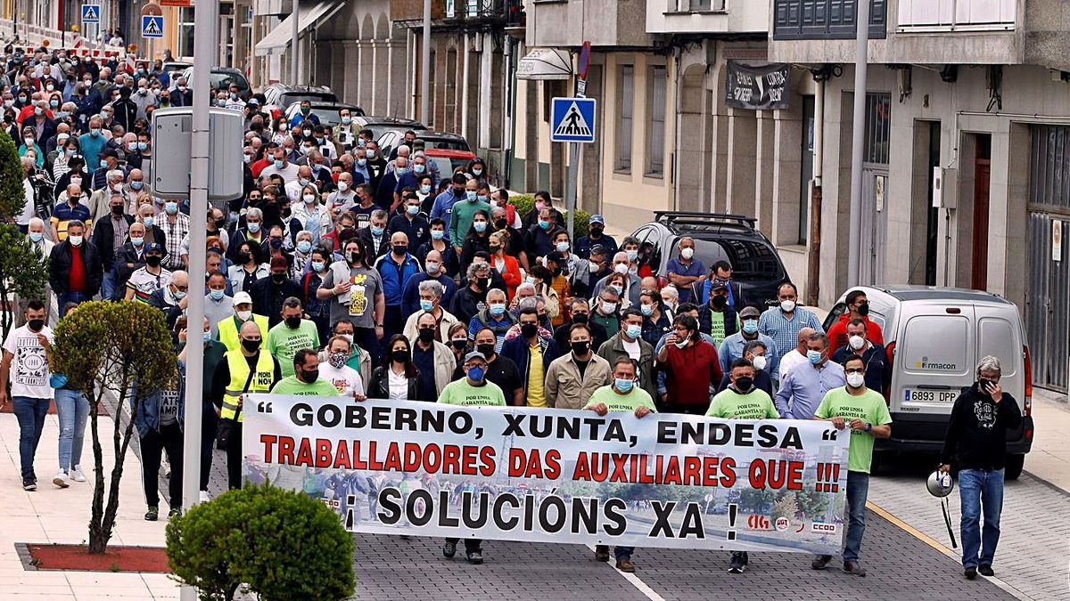 Manifestación de trabajadores de las empresas auxiliares de la térmica, en junio. |   // KIKO DELGADO