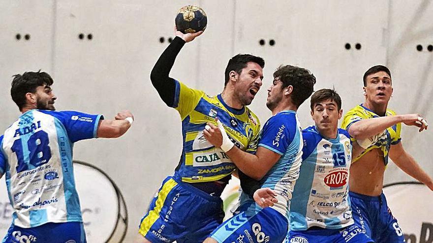 Balonmano Zamora: Con diez puntos, a la lucha por la permanencia