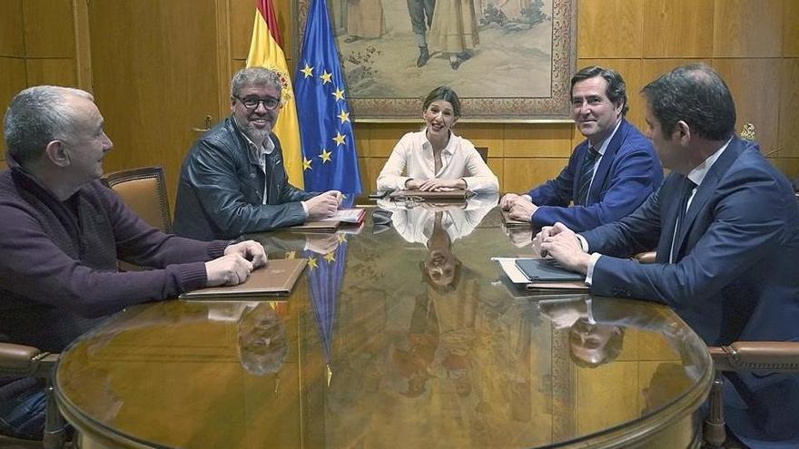 El Gobierno reactiva con patronal y sindicatos la negociación de los ERTE