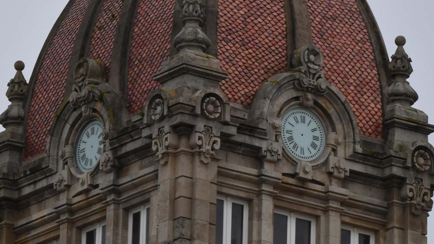 El Concello restaura el reloj de María Pita tras 20 años de su última reforma