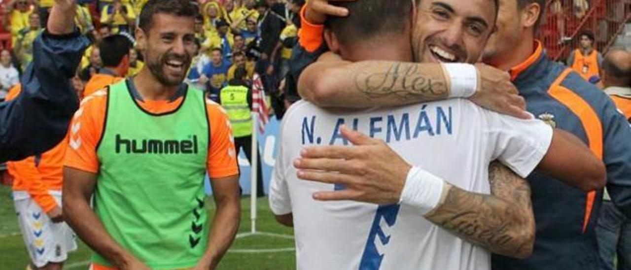 Un gol de Asdrúbal fue decisivo para la victoria amarilla en El Molinón en la promoción de ascenso.