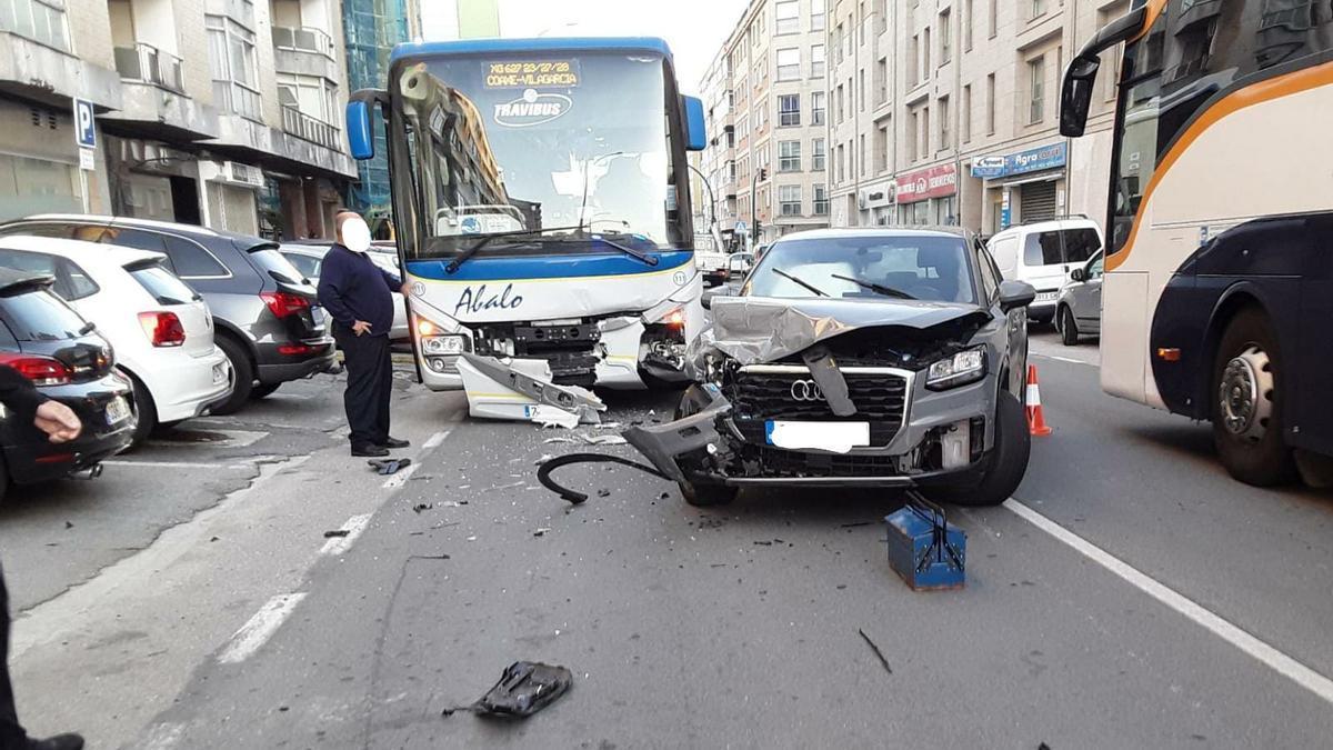 El accidente se produjo en el principal acceso norte a Vilagarcía, en Carril.