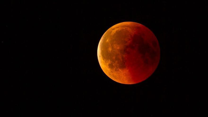 Un eclipse teñirá hoy de rojo la superluna de mayo