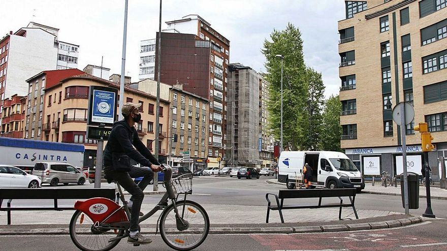 La movilidad en La Calzada: falta de aparcamiento, alta siniestralidad y polución por el paso de camiones