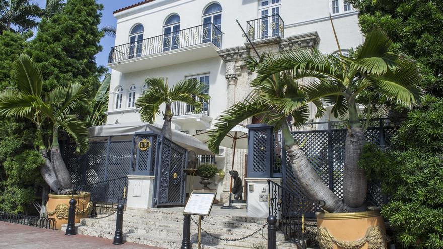 Hallan los cadáveres de dos hombres en la antigua mansión Versace de Miami Beach