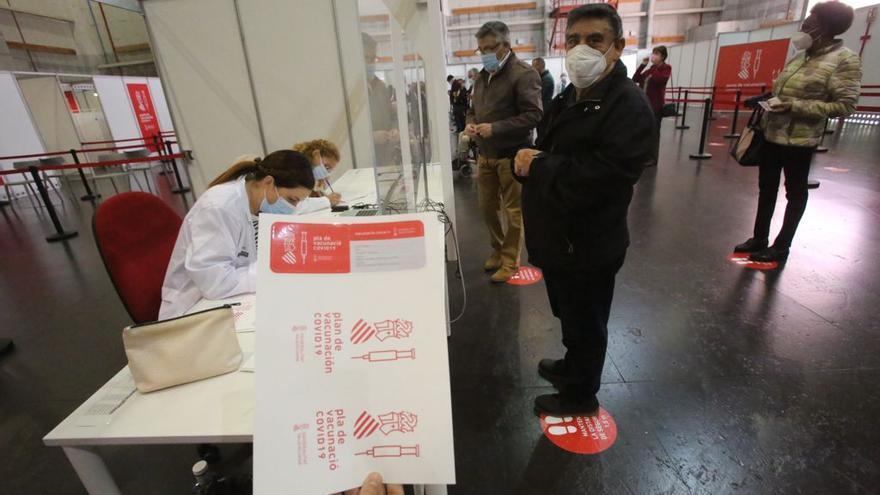 Valoración de los primeros días de vacunación masiva en Ciudad de la Luz