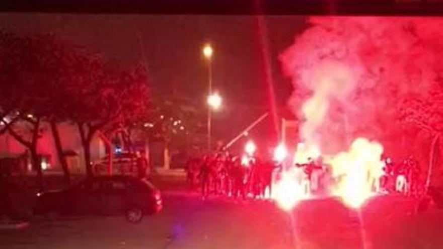 Así recibieron los ultras al Valencia CF en Paterna