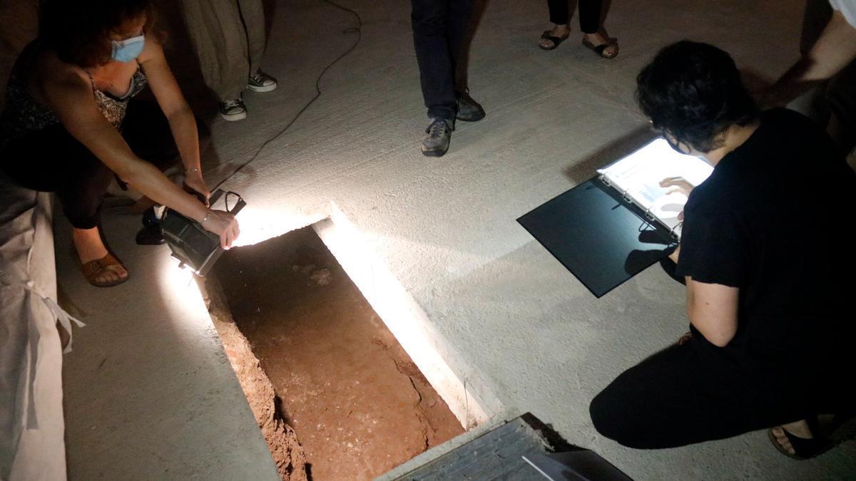 El forat on es van amagar els lladres de l'arqueta de Banyoles