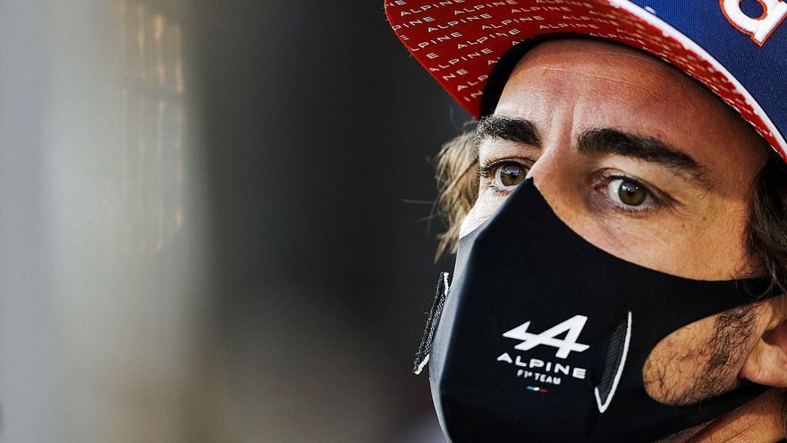 """Estupor en los pilotos asturianos por el papel de sándwich que causó el abandono de Alonso: """"Es de ciencia ficción"""""""
