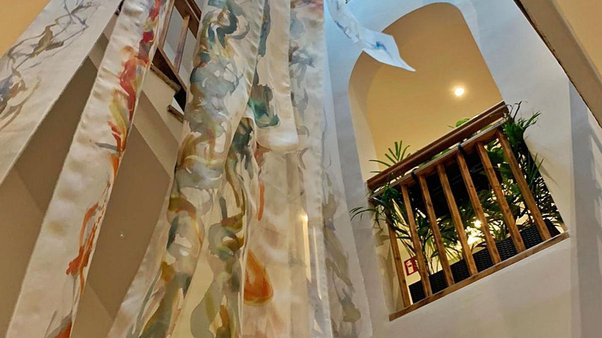L'obra de Kima Guitart «Plou a l'escala», instal·lada al Boutique Hotel Cal Roure  | MITI VENDRELL