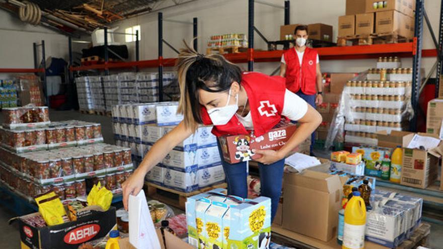 La Creu Roja reparteix 482 tones d'aliments a gairebé 20.500 persones i famílies vulnerables gironines