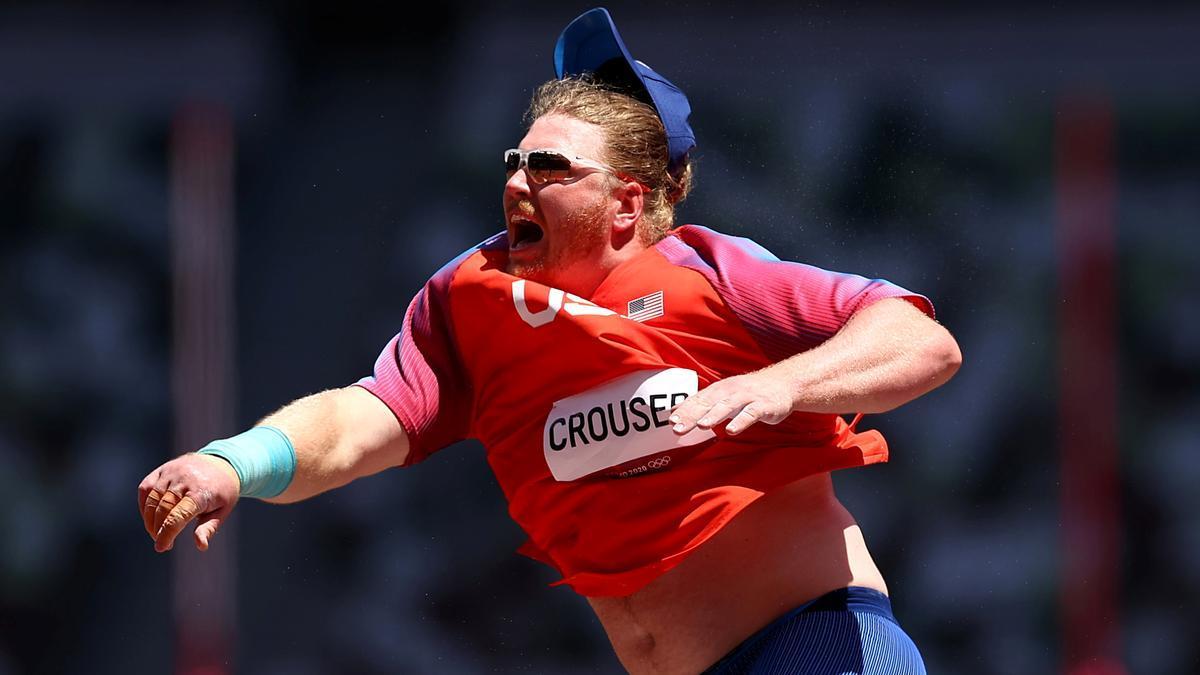 Ryan Crouser, en un lanzamiento de la final de peso.