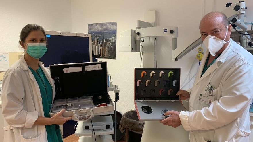 Más de un centenar de pacientes sordos de alto grado de complejidad recuperan su audición en el Clínico