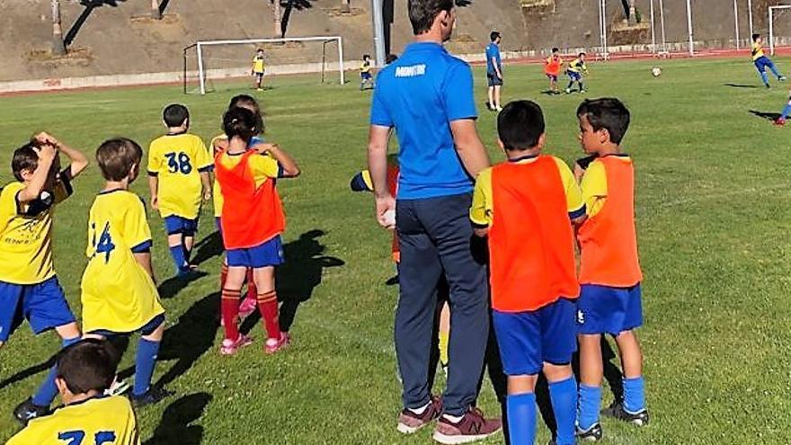 Comienza el curso en la Escuela Municipal de Fútbol de Monesterio con cien alumnos y cinco monitores