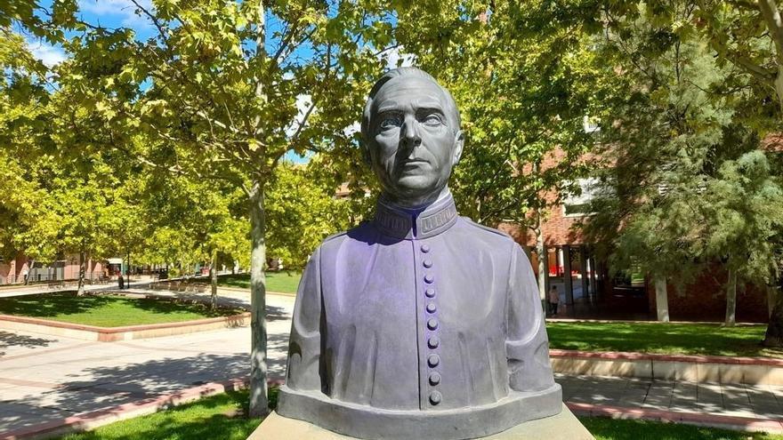 El Ayuntamiento de Zaragoza repara el busto vandalizado de Ángel Sanz Briz