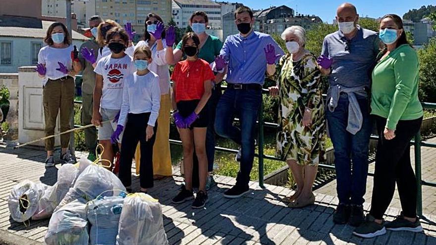 El PP organiza una recogida de basura a orillas del Mendo