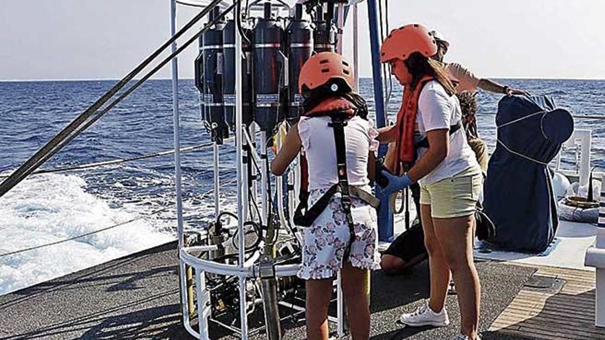 La experiencia inolvidable de ser oceanógrafas por un día en el parque de Cabrera