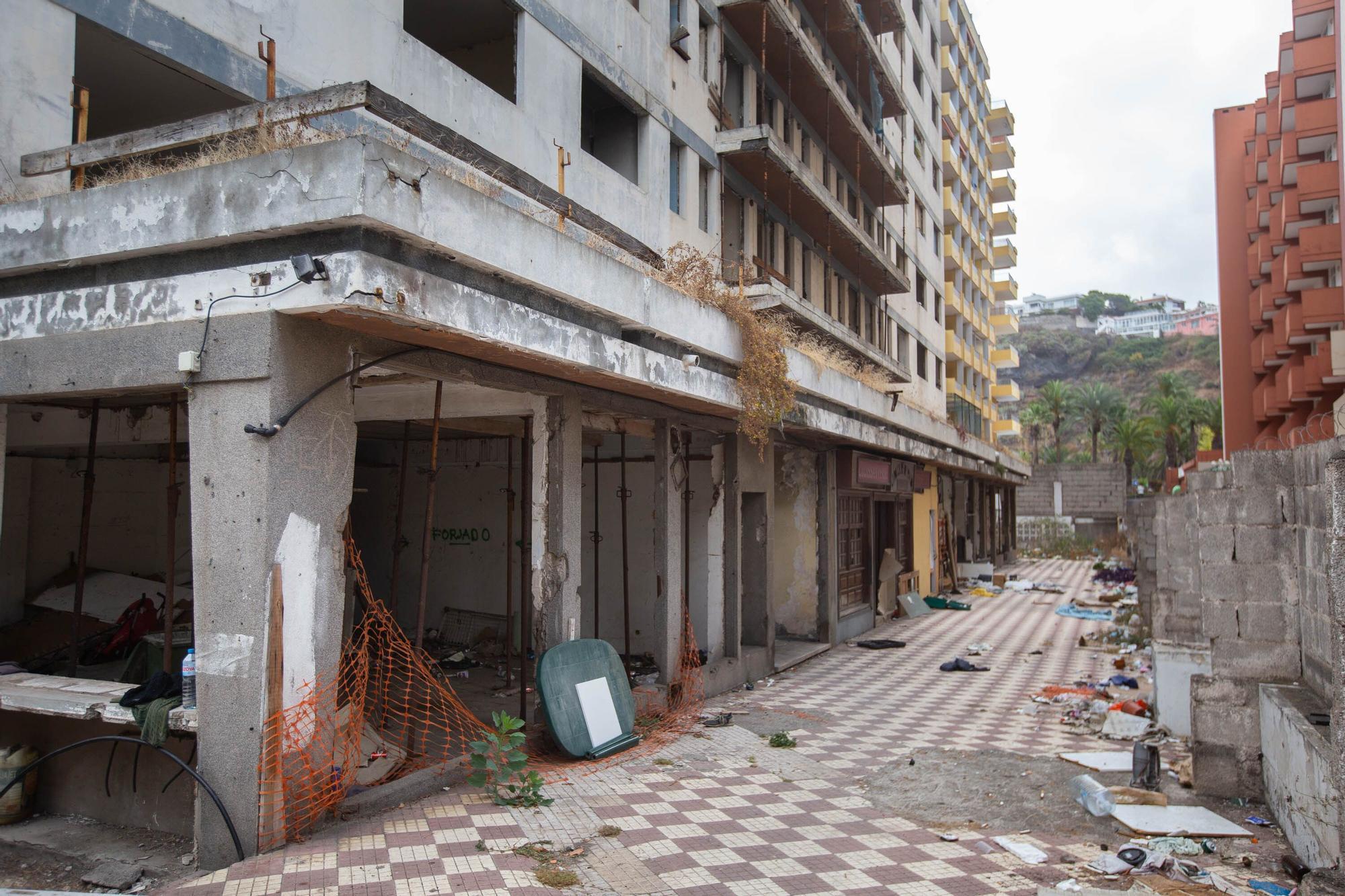 Okupas y basura en el edificio Iders