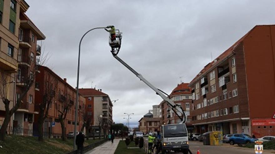 Finaliza la sustitución de 88 luminarias led en Benavente
