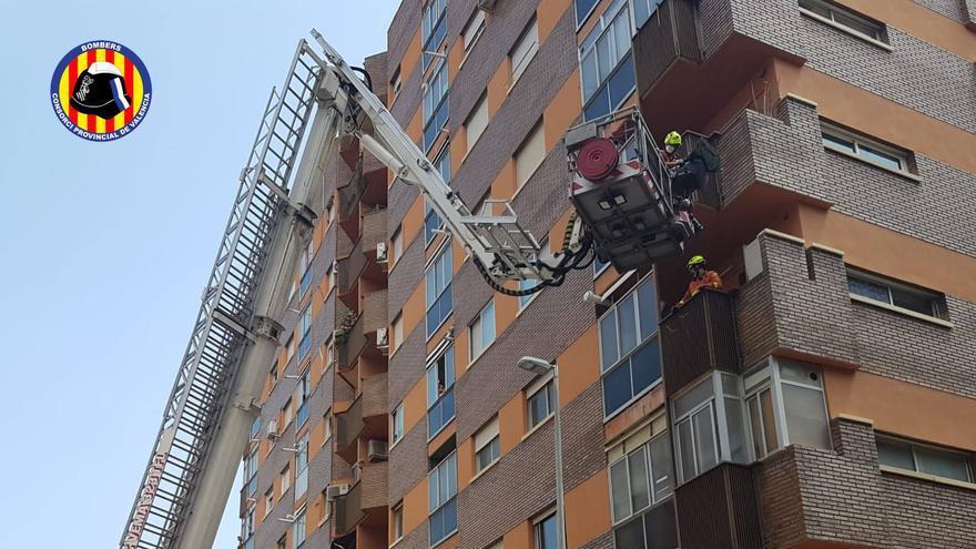 Un herido al desplomarse un ascensor desde el quinto piso en Paterna