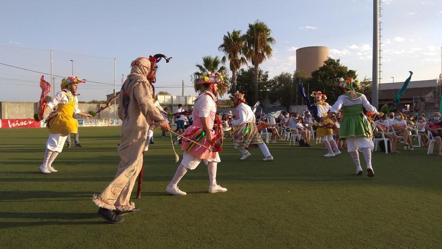 Los Cossiers danzan en es Revolt en la 'revetla' de Sant Bartomeu