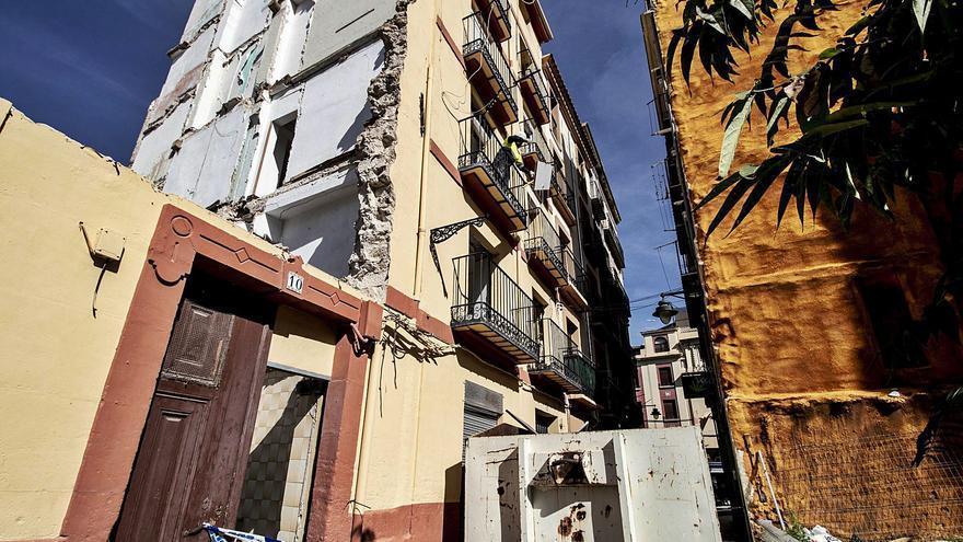 Arranca la demolición del edificio de Alcoy en el que murió una mujer por un derrumbe en 2020