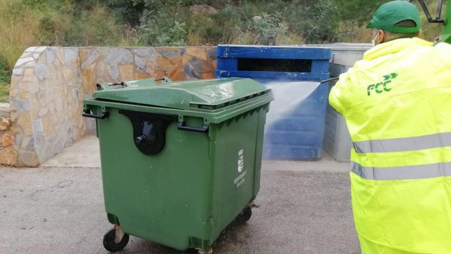 La intervención del Gobierno de Oliva evita la huelga  en la recogida de la basura