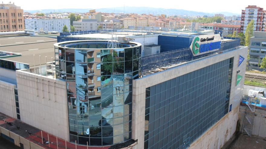"""Dos blocs de veïns de Girona denuncien l'Hipercor pel soroll """"insuportable"""" dels aparells d'aire condicionat"""