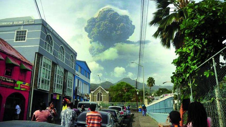 La nube de ceniza del volcán de San Vicente se acerca a Canarias