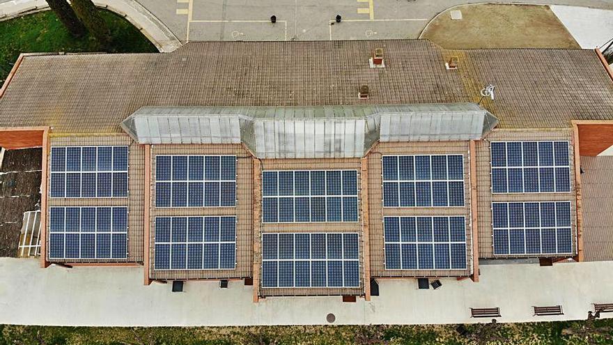 Ampans instal·la plaques solars per a l'autoconsum dels seus equipaments