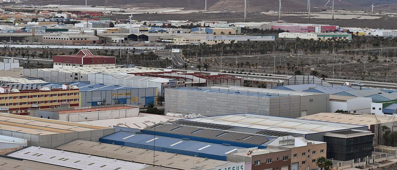 Vista de las naves empresariales del Polígono Industrial de Arinaga, en el municipio de Agüimes. | | JUAN CASTRO