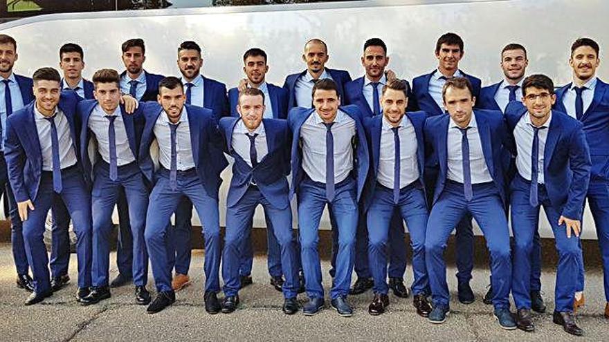 La selección de Castilla y León posa para una foto.