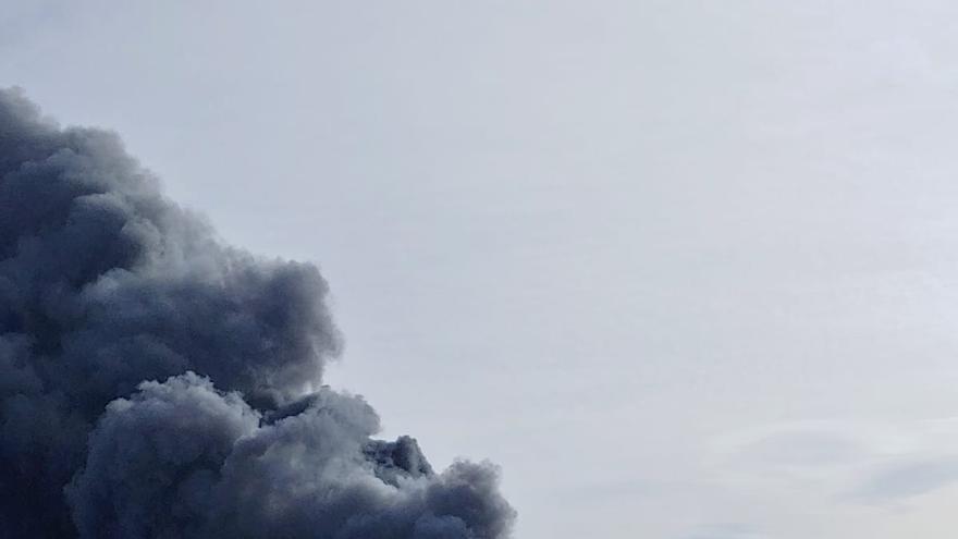 Un incendio destruye un bazar chino en Montserrat