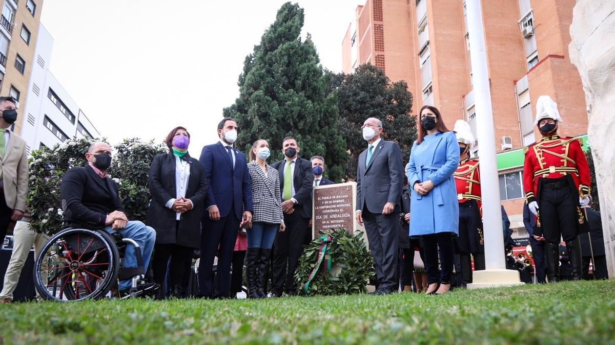 Foto de familia tras la celebración del acto por el 28F en Málaga capital.
