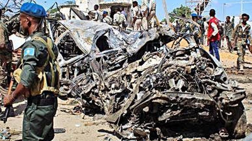 Al menos 92 muertos en la capital de Somalia en un atentado suicida con furgoneta bomba