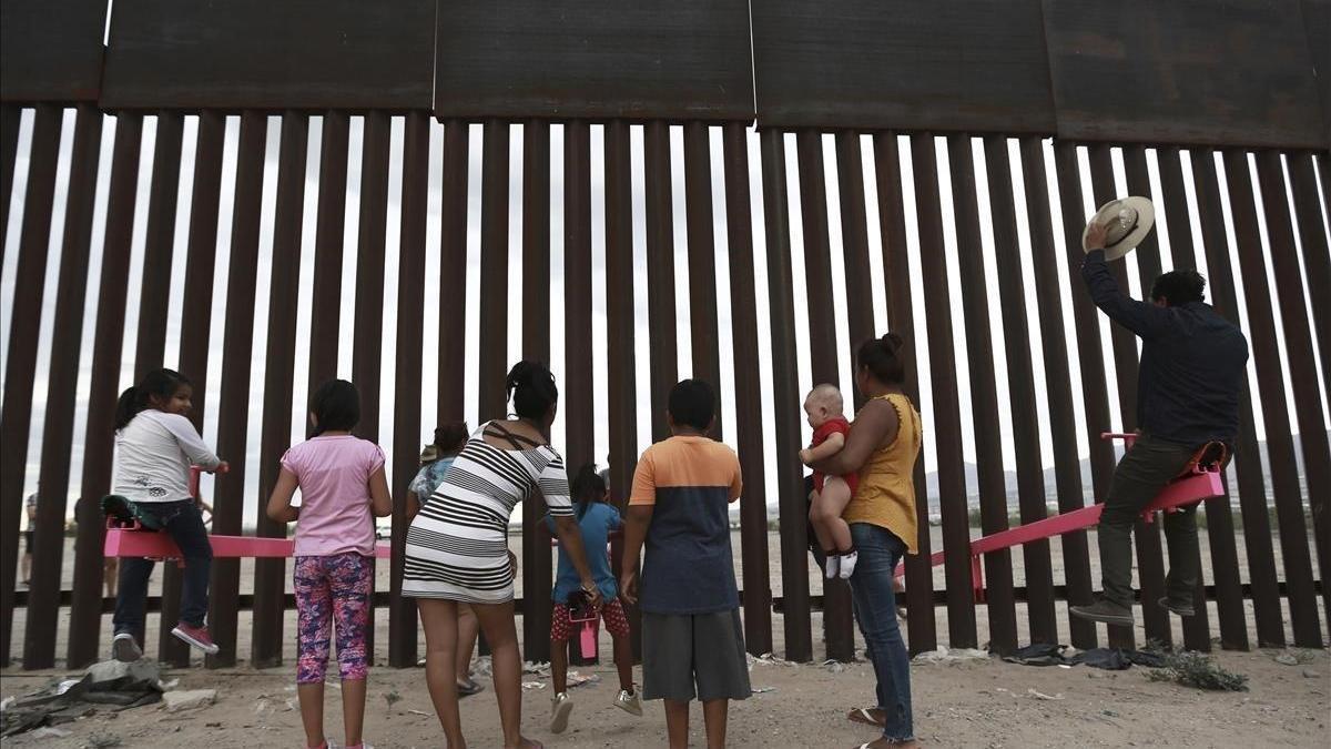 Niños detenidos solos en hoteles y deportados: el último abuso de Trump
