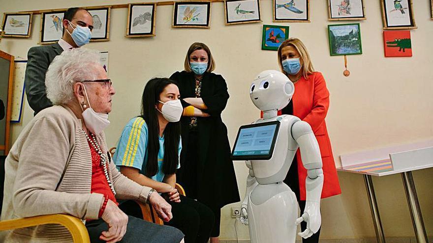 Castilla y León prueba un proyecto con robots para ayudar a dependientes