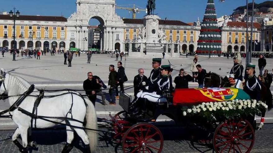 El Rey representará a España en el funeral de Soares