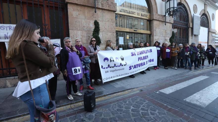 Una cacerolada arranca los ocho días de revuelta feminista en Sagunt