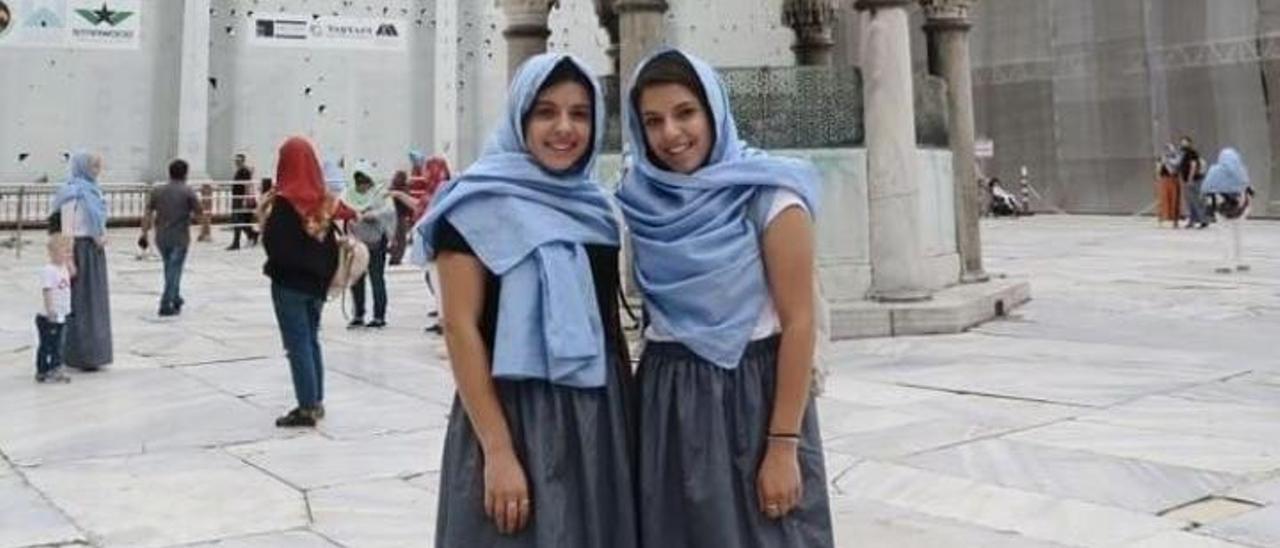 Las dos hermanas vilagarcianas, en un viaje a Turquía