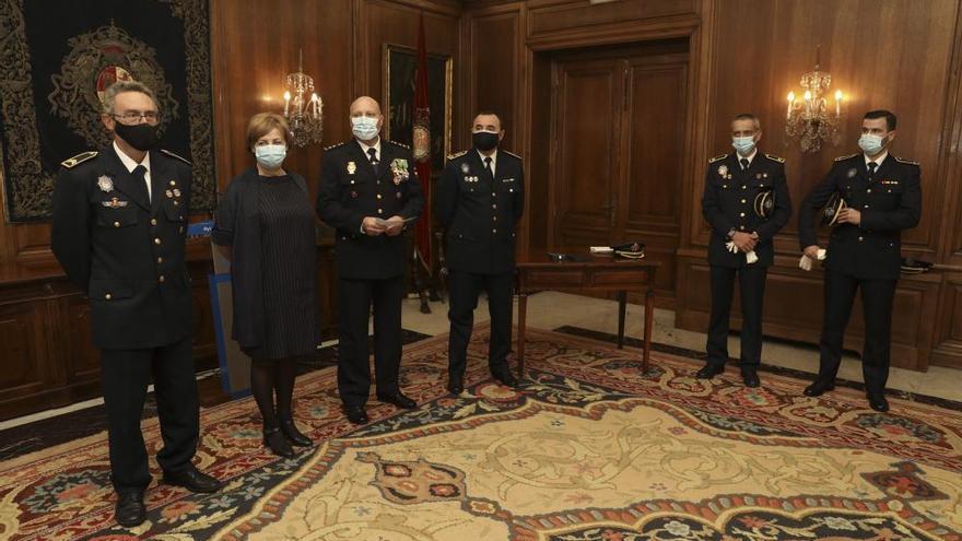 Imposición de la cruz al mérito policial a Mario Aurelio Suárez