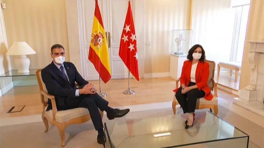 Sánchez y Ayuso escenifican unión frente a la pandemia
