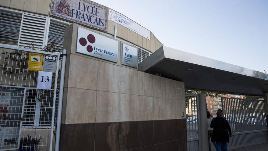 Sanidad confirma 40 casos entre alumnos y familias del brote del Liceo