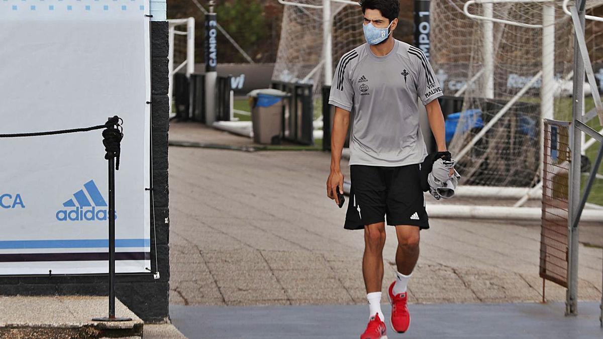 Néstor Araújo, en un entrenamiento de esta temporada en las instalaciones de A Madroa.    // RC CELTA